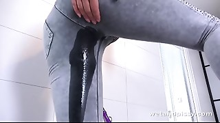 Brunette,Extreme,Pissing,Sex Toys,Solo,Wet